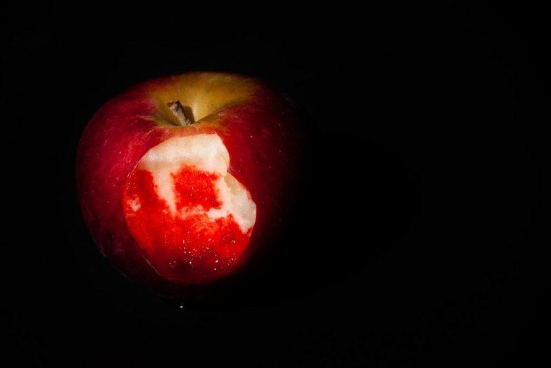 Приворот на яблоко: две половинки, последствия
