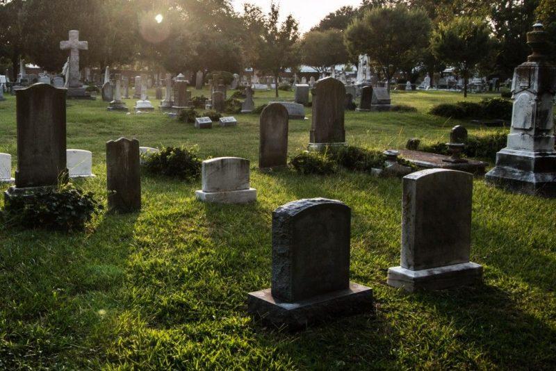 Сильный приворот на парня на кладбище