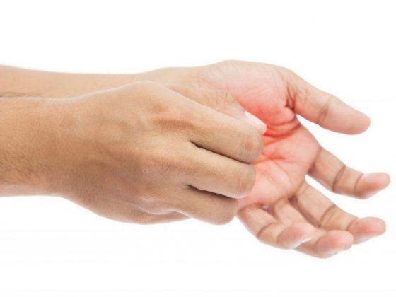 К чему чешутся пальцы рук и ног