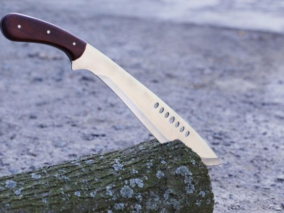 К чему падает нож