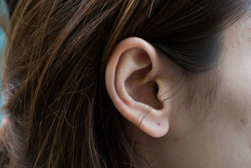 Прыщ на левой мочке уха примета