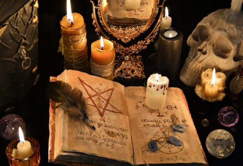 Найдите деньги с помощью колдовства и черной магии
