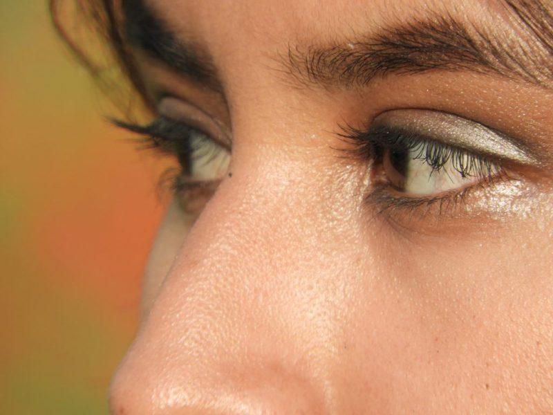 К чему чешется левый или правый глаз толкование приметы по времени и дням недели