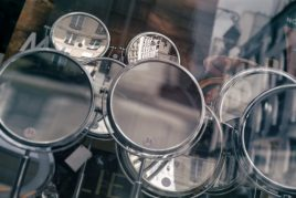 Как выбросить старое зеркало правильно