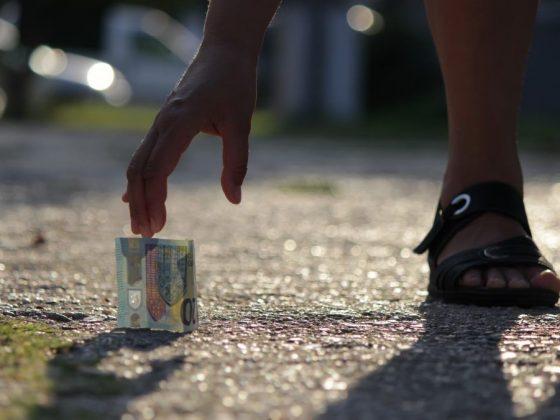 Если нашел деньги на улице
