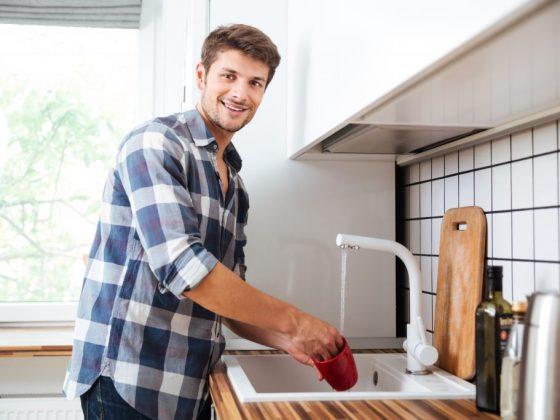 Приметы о мытье посуды в гостях