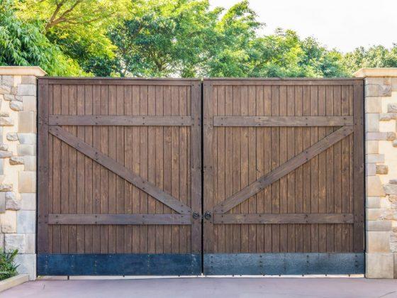 При установке ворот важны многие параметры