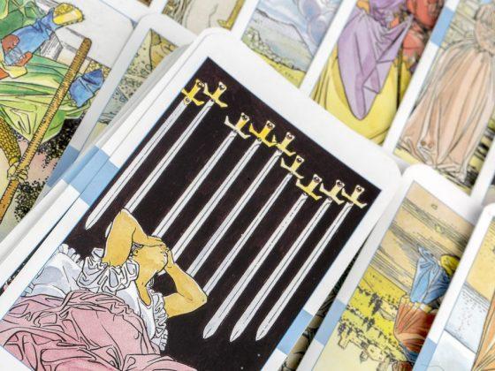Особое значение карт Таро Райдера Уэйта отводится масти Мечей