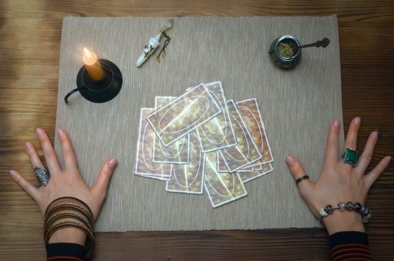 Король кубков таро: значение в отношениях, сочетание с другими картами