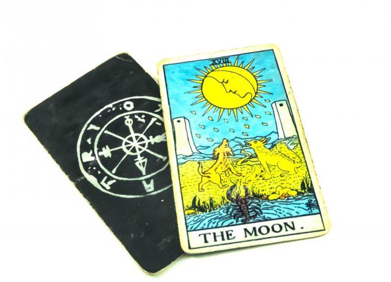 Луна аркан Таро значение в сочетании с другими картами