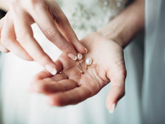 Незамужним девушкам жемчужные серьги предвещают помолвку