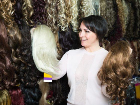 По Эротическому соннику, парик предсказывает отношения с мужчиной в возрасте