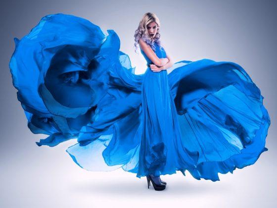 Синее платье предупреждает об опасности