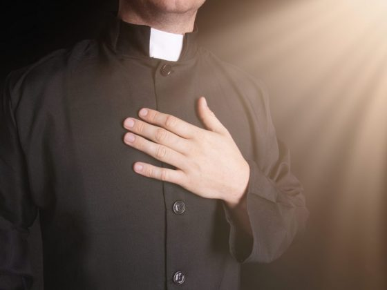 Священник во сне призывает покаяться