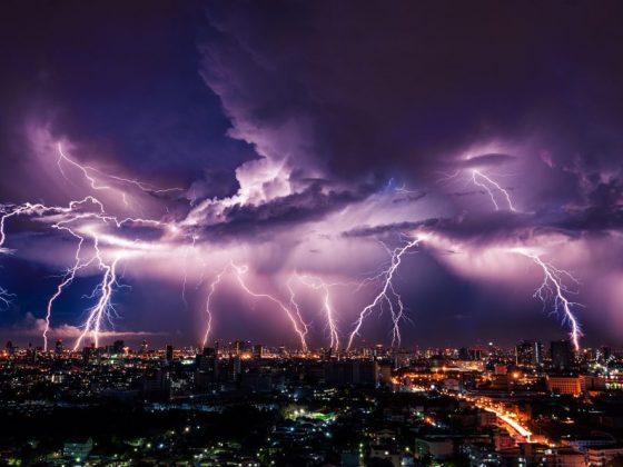 Молния во сне характеризует страхи человека