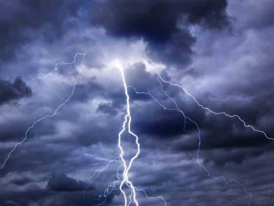 Молния над головой сулит прибыль