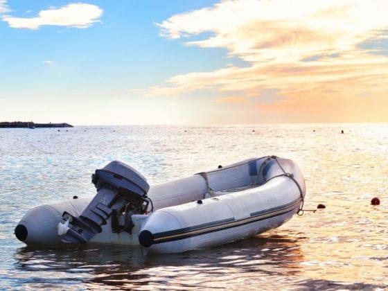 Если человек видит надувную лодку, то он избавится от проблем
