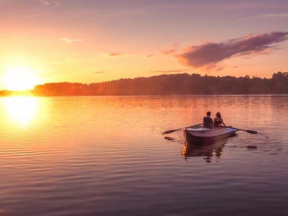 Если мужчине снится лодка с возлюбленной, то скоро ему захочется создать семью