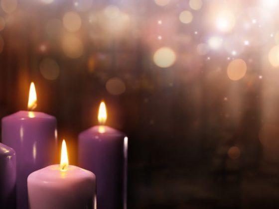 Яркие декоративные свечки предвещают счастье в отношениях с любимыми