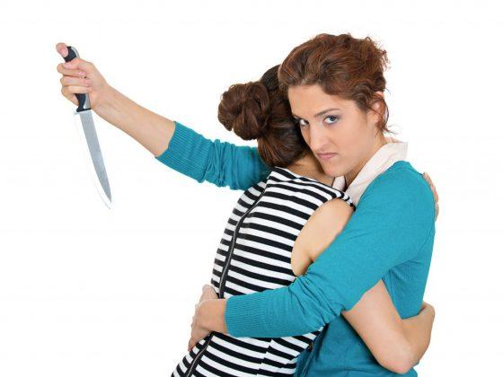Что означает удар ножом в спину во сне