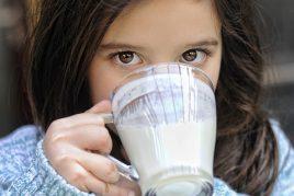 Пить молоко во сне — значение в сонниках